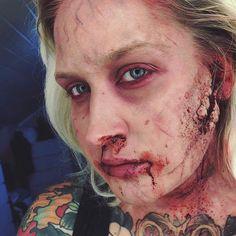 #halloween #look  i samarbeid med @makeupartas ❤️❤️❤️ produkter @bennyemakeup #bennye #makeupartas #mua #costumemakeup #costume #halloweenmakeupideas #halloweenmakeup #halloweenideas #vius #infection #sfx #sfxmakeup #blood #bloody #gore Sfx Makeup, Costume Makeup, Beauty Makeup, Halloween Make Up, Halloween Face Makeup, Ben Nye, Creative Makeup Looks, Stylists, Makeup Ideas