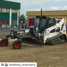 daily_constructionFinished sub grade for an artificial turf field and a 30,000 sq foot slab for a tilt up building this week. @heidelberg_landscaping ・・・ #bobcat #t870 #lasergrading #grading #slabprep #artificialturf #soccerfield #landscape #landscaping #skidsteer #heavyequipment #heavyequipmentlife #earthmoving #earthmover #grader #diesel #truck #trucks #construction #engineering