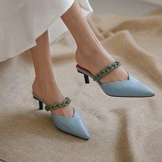Clogs Shoes, Mules Shoes, Pumps Heels, Bootie Boots, Shoe Boots, Kitten Heel Shoes, Funky Shoes, Himmelblau, Pretty Shoes
