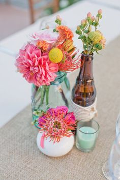 Colourful centerpieces with a rustic touch.Photography by Leila Brewster Photography / leilabrewsterphotography.com