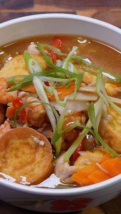 Resep dengan petunjuk video: Sapo Tahu adalah makanan peranakan yang cukup populer di Pulau Jawa. Kalau kamu sedang diet tapi tetap ingin makan enak, kamu bisa bikin Sapo Tahu ini! Bahan: 100 g dada ayam fillet, potong kotak ., 100 g udang kupas ., 200 g sawi putih ., 2 buah tahu telur, iris agak tebal ., 1 buah wortel, iris miring ., 3 siung bawang putih, iris tipis ., ½ buah bawang bombai, iris memanjang ., 1 cm jahe ., 2 buah cabai merah besar, iris tipis ., 3 sdm saus tiram ., 1 sdm…