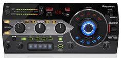 """Auf der Musikmesse 2012, die in Frankfurt ihre Tore geöffnet hat, stellte Pioneer die Remix Station RMX 1000 vor. Mit diesem digitalen DJ Tool scheint Pioneer dem Trend hin zu Remix Werkzeugen zu folgen. Die zugehörige """"Remixbox"""" Software, stellt den Nutzern die studiofreundlichen VST / AU Funktionen zur Verfügung, mit denen sich die Musik nach eigenen Wünschen gestalten lässt."""
