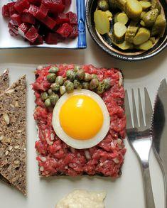 Tartarmad - Kickin' it old school   Danish Open Sandwiches (Smørrebrød)---Tartar Sandwich