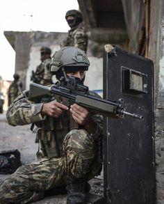 Turkish Soldier with G3