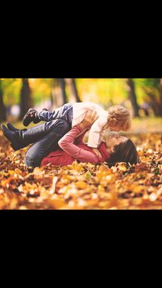 fall photography-aww like my maternity pose with matt..so cute to duplicate for fall leaves!
