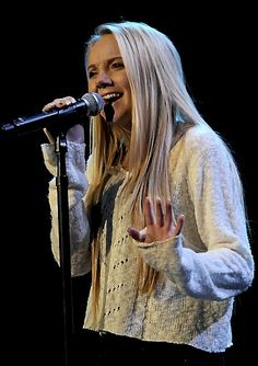 Danielle Bradbery... so talented... and pretty:) Old Country Music, Country Music Singers, Country Artists, Country Girls, Jamie Lynn Spears, Melissa Mccarthy, Theo James, Victoria Justice, Voice Singer