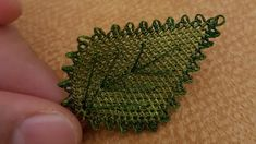 Needle lace leaf edge contour - My Recommendations Beaded Rings, Beaded Lace, Diy Flowers, Crochet Flowers, Chain Headpiece, Tatting Jewelry, Wire Crochet, Tatting Patterns, Needle Lace