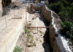 Jerusalem in Hezekiah's Tunnel   ... Hezekiah's Tunnel   Jerusalem (64 folders!)   Central   Israel   Holy