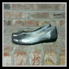 Easy Spirit Leather Flats These have been worn only one time to a wedding and are in really good shape. There is a small discoloration or rub mark on the outside, on the left side, of the right shoe. SORRY NO TRADES Easy Spirit Shoes Flats & Loafers