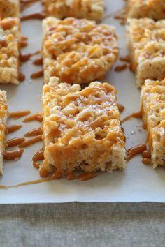 Salted Caramel Rice Krispie Treats Homemade Rice Krispies, Rice Krispie Bars, Rice Krispy Treats Recipe, Rice Krispie Treats, Rice Recipes, Dessert Recipes, Popcorn Recipes, Bar Recipes, Fudge Recipes