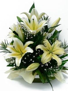This Oriental Lily arrangement is gorgeous but be careful! It has a very intense fragrance. Before picking this floral, make sure to test for any sensitivity before purchasing. Basket Flower Arrangements, Flower Arrangement Designs, Funeral Flower Arrangements, Beautiful Flower Arrangements, Floral Arrangements, Beautiful Flowers, Church Flowers, Funeral Flowers, Fleur Design
