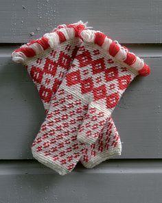 Ravelry: Konginkankaan kintaat pattern by Anna-Karoliina Tetri #mittenS:-)