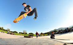 Lo skateboard è un extreme sport nato in California circa negli anni '60, inventato per permettere ai surfisti di praticare il proprio sport anche in assenza di mare mosso. Ecco come funziona in Italia.