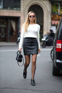 The Street Clique: Paris Style In the final week of Fashion Month, things are getting decidedly Parisian. See all of Diego Zuko's chicest street snaps from France. Quoi Porter, Leather Mini Skirts, Leather Skirt, Autumn Street Style, Looks Cool, Mode Style, Skirt Fashion, Style Fashion, Fashion Dresses
