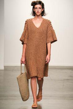 A Détacher Spring 2015 Ready-to-Wear - Collection Knit Dress Knitwear Fashion, Crochet Fashion, Mode Crochet, Vogue Knitting, Free Knitting, Crochet Shirt, Fashion Show, Fashion Design, Fashion Spring