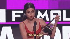 Selena Gómez reaparece en los American Music Awards e impacta al mundo con un potente discurso