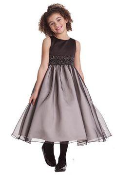 Ya tienes el vestido de fiesta para el matrimonio de tu mejor amiga o de tu hermana, pero no sabes que vestido llevará tu pequeña hija  con ...
