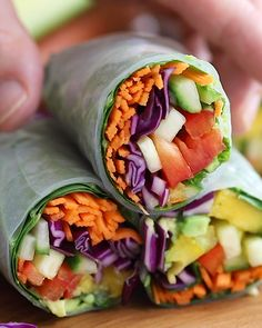 Rolls Easy Summer Rolls Recipe- this summer rolls are PACKED full of veggies and great as an appetizer or even as a meal.Easy Summer Rolls Recipe- this summer rolls are PACKED full of veggies and great as an appetizer or even as a meal. Raw Food Recipes, Healthy Dinner Recipes, Healthy Snacks, Healthy Eating, Cooking Recipes, Vegetarian Appetizers, Clean Eating, Vegetarian Food, Seafood Appetizers