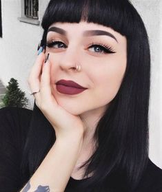 Check out more than 50 bold makeup looks that you can try: Smokey eye, glossy lips, cat eyes & much more! Read the article now! Bold Makeup Looks, Edgy Makeup, Grunge Makeup, Dark Makeup, Smokey Eye Makeup, Grunge Hair, Eyeshadow Makeup, Makeup Cosmetics, Pin Up Makeup