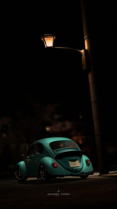 VW Beetle... Love the turquoise.