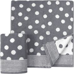 Mit einem besonders schönen und gleichmäßigen Punktemuster kommen die Handtücher »Dots« der Marke Dyckhoff zu Ihnen nach Hause. Die Handtücher sind mit kleinen Punkten überzogen, die von einer gestreiften Borte im oberen und unteren Bereich eingegrenzt werden. Die Punkte sind auf einer Seite hell auf dunklem Hintergrund und auf der anderen Seite finden sich die Farben gespiegelt. Das feine Walk...