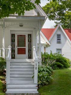 Classic Sea Captain's House 10 Union St Searsport #Maine === great pics !