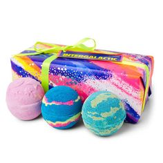Intergalactic Wrapped Gift LUSH Christmas 2017 includes Intergalactic, Twilight and Thundersnow Bath Bombs Lush Christmas Gifts, Christmas Gift Sets, Christmas Birthday, Holiday Gifts, Christmas 2017, Christmas Ideas, Teenage Girl Christmas List, Teenage Girl Gifts, Lush Cosmetic Warrior