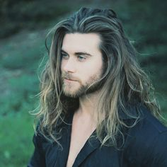 "can I plz have his hair. so far I think the major differences are, it is thicker, it looks natural, it is messy and completely unorganized. womens hairstyles, even the ""messy"" ones typically look styled and sleek... ewwww. so ya thats what I thik so far."