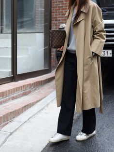 Chic Outfits to Wear with Trench Coat - Outfit Ideas Simple Outfits, Chic Outfits, Fashion Outfits, Womens Fashion, Look Fashion, Daily Fashion, Korean Fashion, Fashion Tag, Steal Her Style
