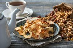 Ihr braucht für den Herbst noch ein paar gesunde Knabbereien? Bei uns erfahrt Ihr, wie man leckere Apfelchips selber machen kann.