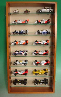 Looks like tilted shelfs. Perfect to show even more dudes of your cars! Toy Display, Display Shelves, Display Case, Hot Wheels Display, Creative Kids Rooms, Airplane Decor, Car Storage, Displaying Collections, Wooden Pallets