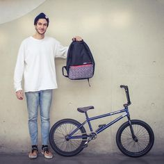 Matthias Dandois, sac à dos et selle Ride Gaston x La Crèmerie #RideGaston #Gaston #GastonxLaCremerie #ride #rider #bmx #bmxlife #bmxflat #ridebmx #bmxfamily #shooting #clothing #vetements #fashion #instafashion #menfashion #menswear #menstyle #menootd #ootd #style #urban #street #paris