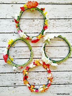 EU AMO estas coroas florais DIY adoráveis!  Além disso, eles são tão fáceis de fazer.