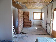 24. April 2015 - Zum Wochenabschluss wurden viele Vorbereitungsarbeiten für die kommende Woche erledigt. Aber auch Ergebnisse erzielt; die Rückmauer, wo später die Küche im Appartement montiert wird, wurde ebenfalls fertiggestellt.