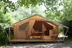 Camping in Sarlat 4 stars with heated pool at 27 ° c, slides, restaurant, entertainment and bar.Housing upscale, safari tents and camping pitch