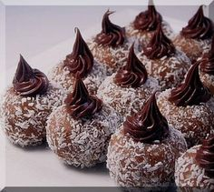 Φαγητό Archives - Page 2 of 131 - idiva. Greek Sweets, Greek Desserts, Candy Recipes, Sweet Recipes, Dessert Recipes, Wedding Sweets, Chocolate Sweets, Pastry Art, Cupcakes