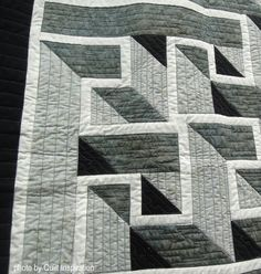Quilt Inspiration: Amador Valley Quilt Show (California) : Day 3 Longarm Quilting, Free Motion Quilting, Labrynth Quilt Pattern, Quilt Patterns Free, Free Pattern, Labyrinth Walk, Quilting Designs, Quilting Ideas, Geometric Quilt