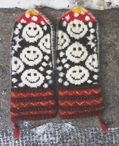 Ravelry: helylleeva's Mittens with a smile