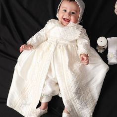 Vintage baptismal gown for boys Model Detachable skirt Baby Boy Christening Outfit, Christening Gowns For Boys, Baptism Gown Boy, Boy Models, Spanish Style, Couture, Flower Girl Dresses, Fashion Outfits, Blessing Dress