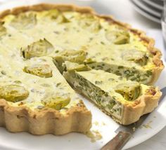 Artichoke & broad bean tart with watercress pesto - This vegetarian buffet centrepiece can be made a day ahead and served cold or reheated Vegetarian Buffet, Autumn Puddings, Spinach Tart, Tacos, Bbc Good Food Recipes, Veg Recipes, Vegetarian Recipes, Savory Tart, Pizza