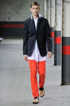 See the complete Dries Van Noten Spring 2012 Menswear collection.