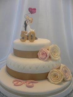 En esta ocasión he tenido el honor de hacer una tarta para las bodas de oro de los papis de Amparo, madre mía ya 50 años de matrimonio¡¡,