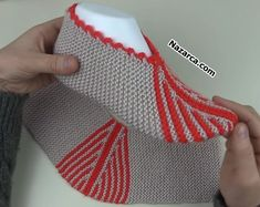 cizgili-2-ilmek-ormeden-patik Knit Slippers Free Pattern, Knitted Slippers, Christmas Stockings, Knitting, Holiday Decor, Olinda, Tejidos, Needlepoint Christmas Stockings, Knit Slippers