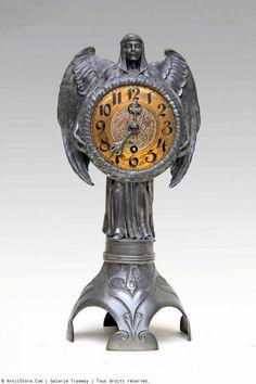 Belle pendule époque Art Nouveau vers 1900  Travail allemand attribué à Hugo Leven pour Kayserzinn et  mouvement  Lenzkirch