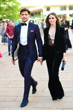 Black tie rules explained: all the information to crack the black tie dress code, from what to look for in a tuxedo, what shirt to wear, how to tie your bow tie and everything else you could ever need for a black tie event. Estilo Olivia Palermo, Olivia Palermo Style, Fashion Couple, Look Fashion, Classy Fashion, 2000s Fashion, Mens Fashion, Fashion Black, Fashion Wear