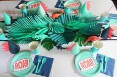 jungle leaves dino party table