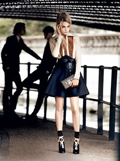 Cara Delevigne in Vogue - At request, here's 21 year-old English model Cara Delevingne in the current issue of Vogue, looking pretty and preppy in a shoot by Mario Testino. Mario Testino, Moda Fashion, Fashion Models, High Fashion, Womens Fashion, Daily Fashion, Dress Fashion, Winter Fashion, Fashion Trends