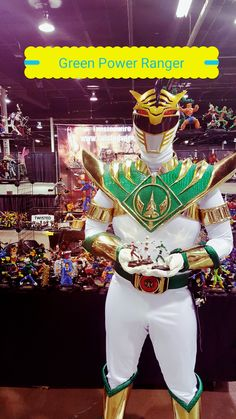 The Green Power Ranger holding three of my power ranger sculptures.   This is at the Chicago Wizard World Comic Con. Come check out the artwork I\'m in booth F37 all the way in the back of artistballey.   #Green Power Ranger #instagramart #face #originalart #amazing #cool #cashmoney #millionaire #insta #originalart #wireart #marvelcomics #marvelart #comicbookart #fantacyart #nomoremutants #avengers #xmen #cool #coolcomicbookart #wireart