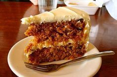 Exquisita receta de tarta de zanahorias, mi preferida. La hago exactamente igual PERO SIN HERVIR las zanahorias. Yo lo que hago es rallarlas y luego ponerlas en la masa, las zanahorias se cuecen en el horno por si solas. :)