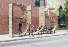 Bus Stop par mmmm Bussstop in Baltimore. The size, shape, and function of BUS, can make this unique bus stop an iconic urban meeting point. A bus stop you will never miss. Urban Furniture, Street Furniture, Furniture Dolly, Environmental Graphics, Environmental Design, Landscape Architecture, Architecture Design, Street Art, Bus Shelters